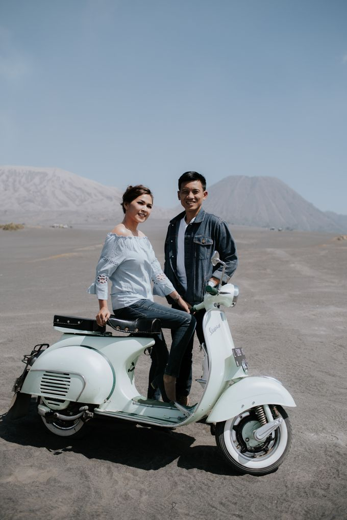 Bromo Prewedding Yudhi & Jillie by AHENjunius Photography - 045