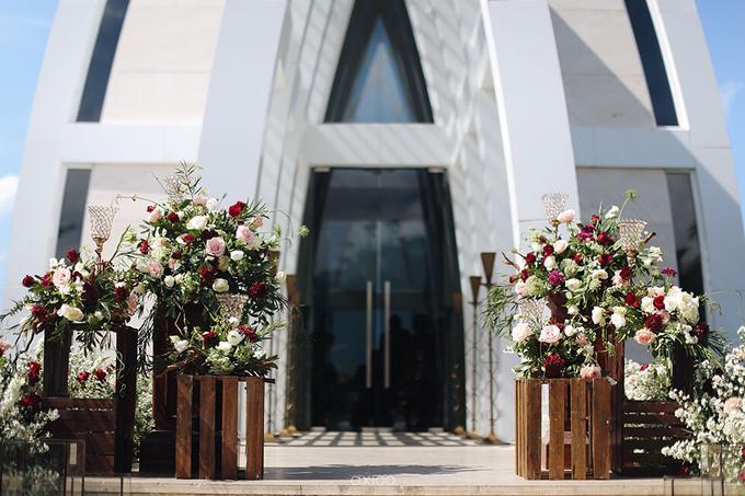 Bold burgundy by AiLuoSi Wedding & Event Design Studio - 009