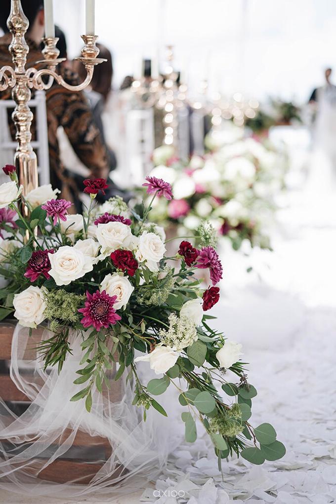 Bold burgundy by AiLuoSi Wedding & Event Design Studio - 025
