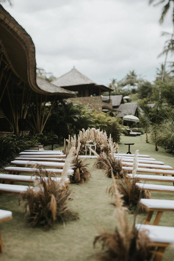 Earthy eclectic wedding  by Mandapa, a Ritz-Carlton Reserve - 004