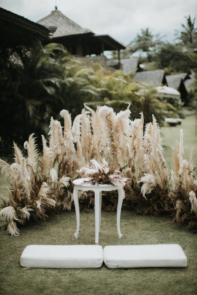 Earthy eclectic wedding  by Mandapa, a Ritz-Carlton Reserve - 006