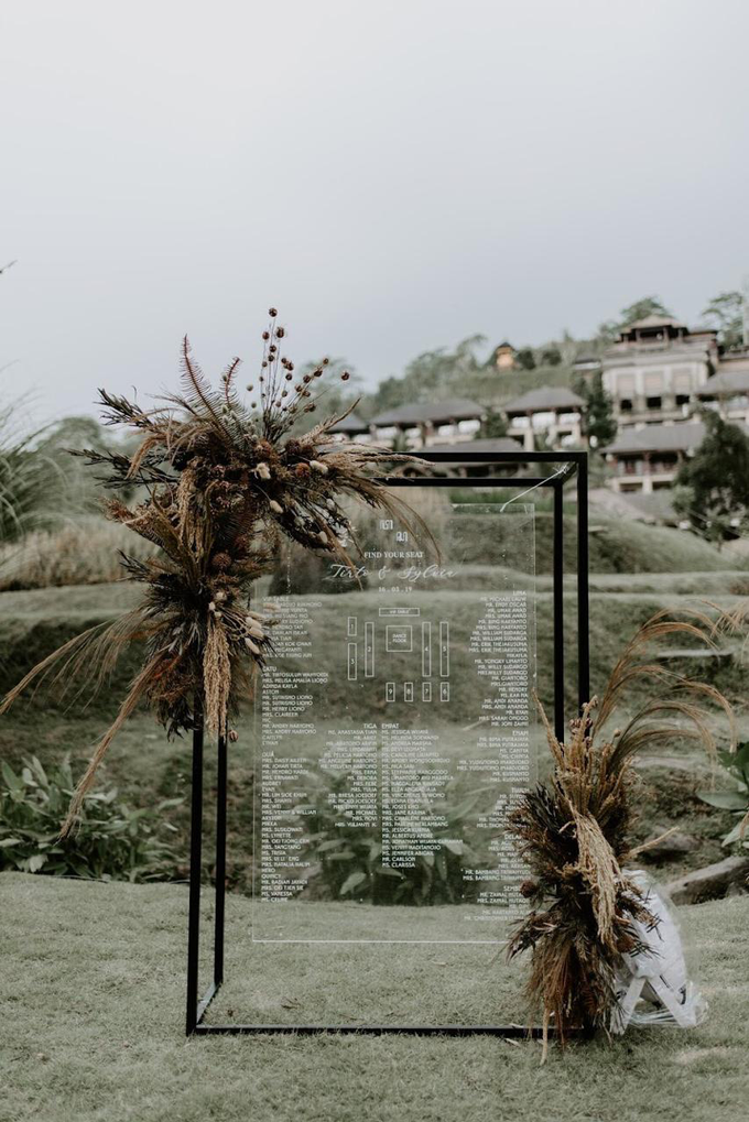Earthy eclectic wedding  by Mandapa, a Ritz-Carlton Reserve - 013