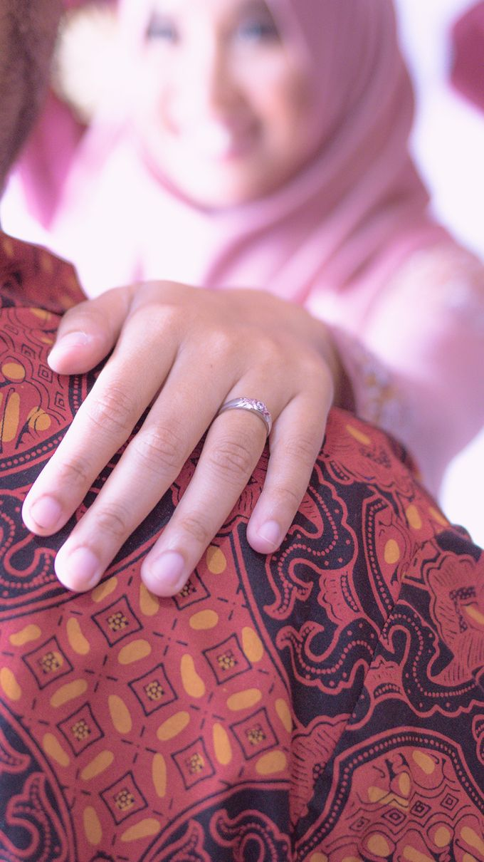Prista & Rizki Engagement by Cerita Berdua - 003