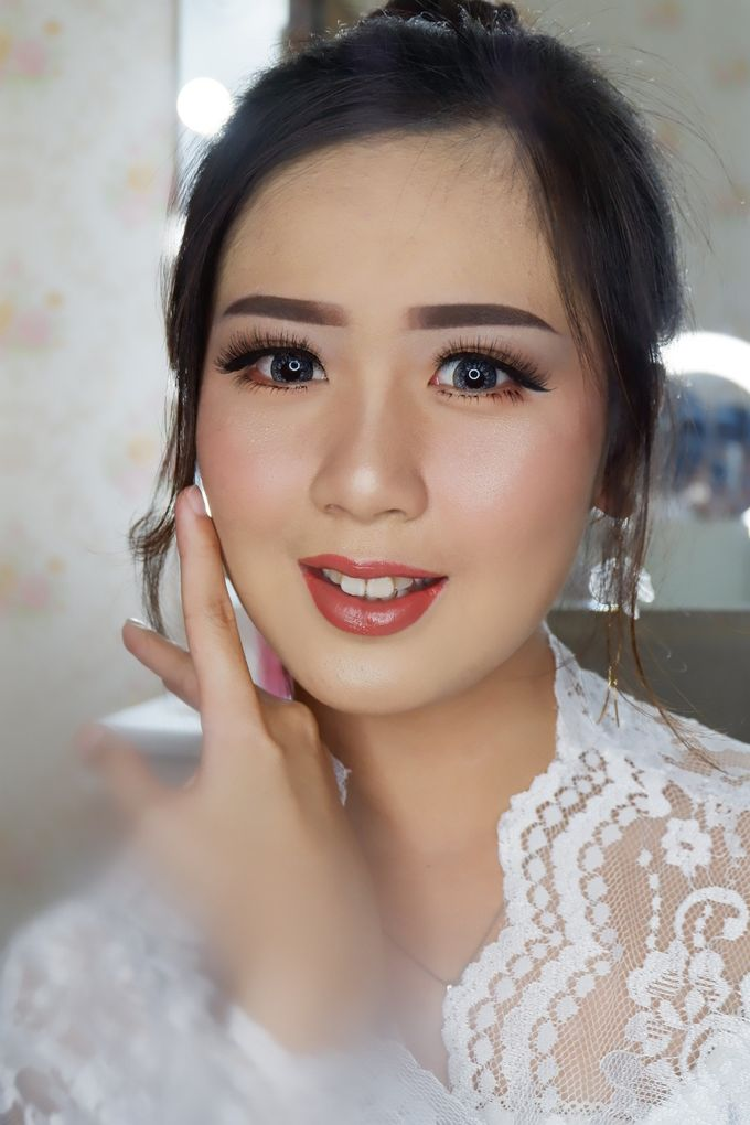 Natural Wedding Makeup 2019 by AngeLin Bridal - 009