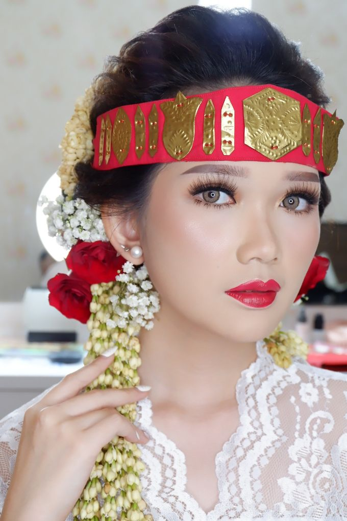 Natural Wedding Makeup 2019 by AngeLin Bridal - 006