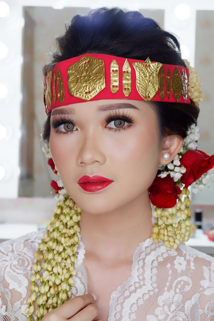 Natural Wedding Makeup 2019 by AngeLin Bridal - 011