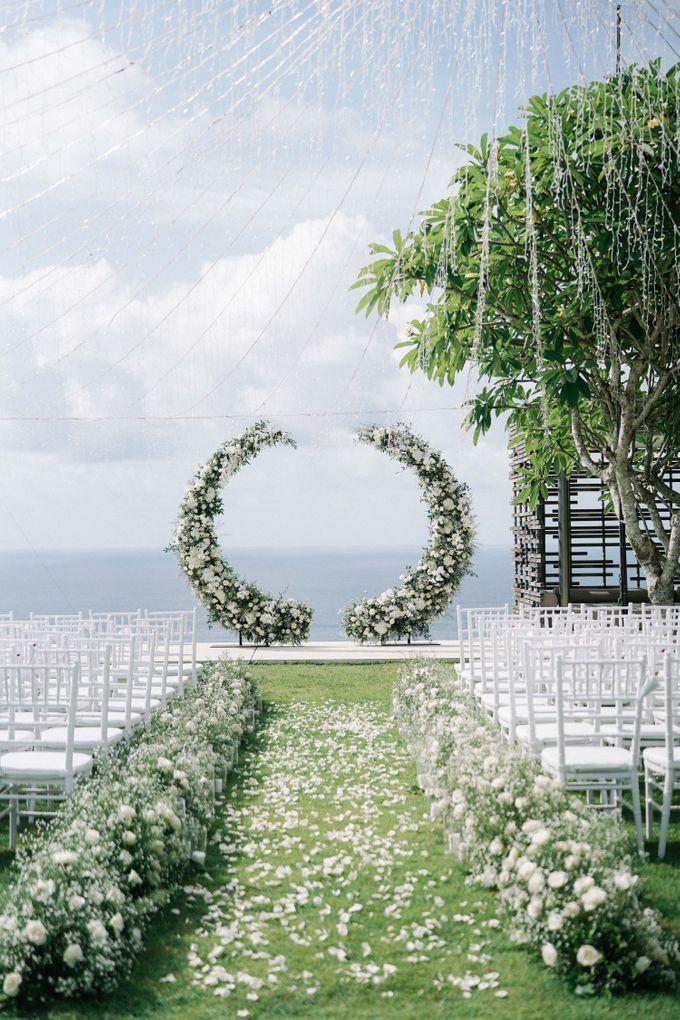 Intimate Natural Greenery Wedding at Alila Uluwatu Villa by Silverdust Decoration - 040