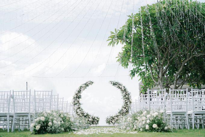 Intimate Natural Greenery Wedding at Alila Uluwatu Villa by Silverdust Decoration - 042
