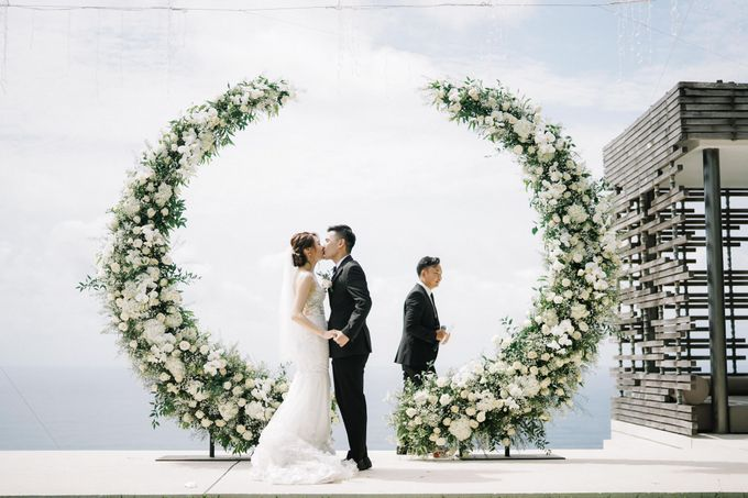 Intimate Natural Greenery Wedding at Alila Uluwatu Villa by Silverdust Decoration - 045