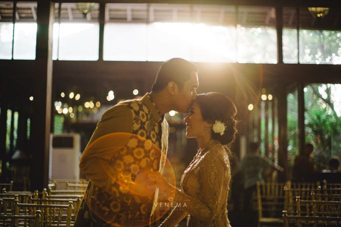 Dana & Brena Engagement by Akuwedding - 003
