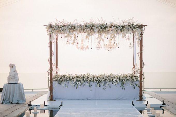 White Elegant Wedding Cliff by Bali Izatta Wedding Planner & Wedding Florist Decorator - 012