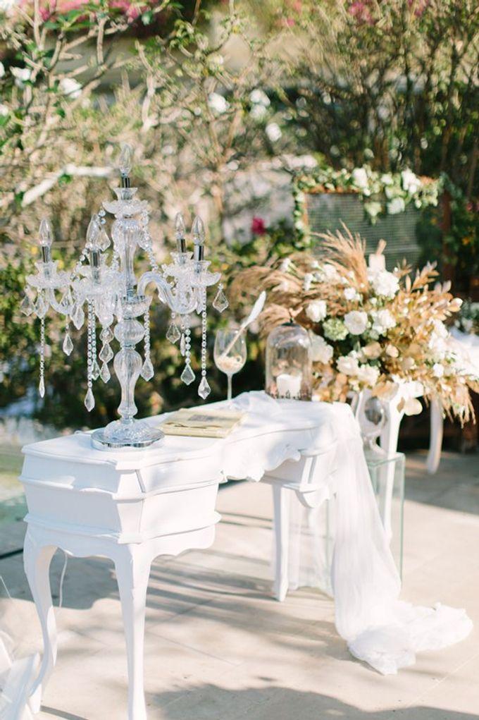White & Gold Dinner Decoration at Asmara Gazebo by Bali Izatta Wedding Planner & Wedding Florist Decorator - 004