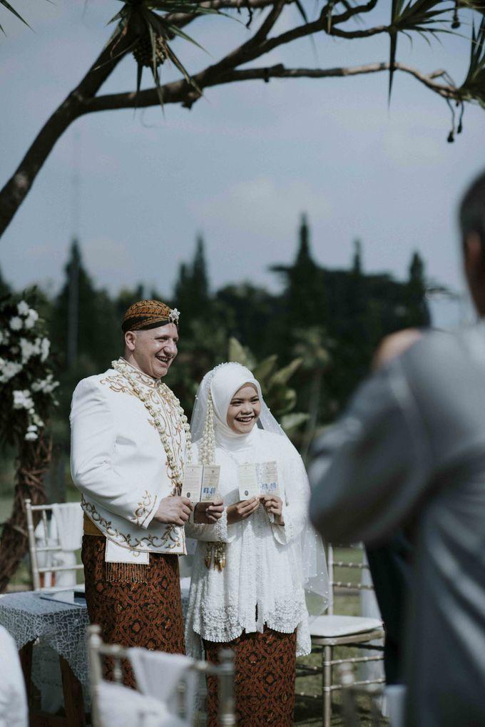 Intan & Rado's Wedding by akar photography - 004