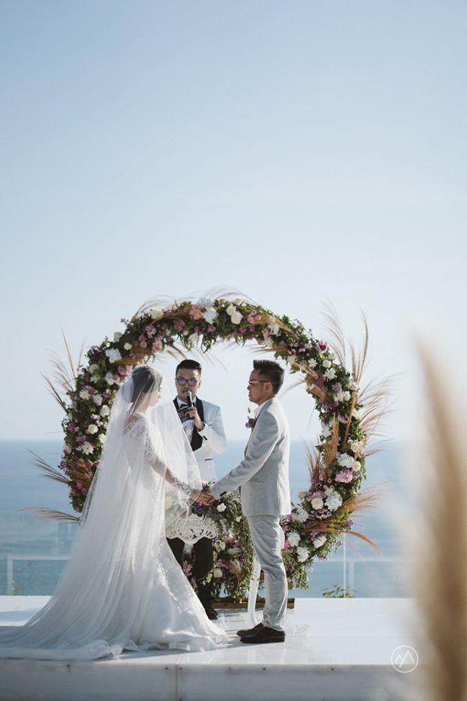 Soft Purple & Lavender Decoration Wedding by Bali Izatta Wedding Planner & Wedding Florist Decorator - 011