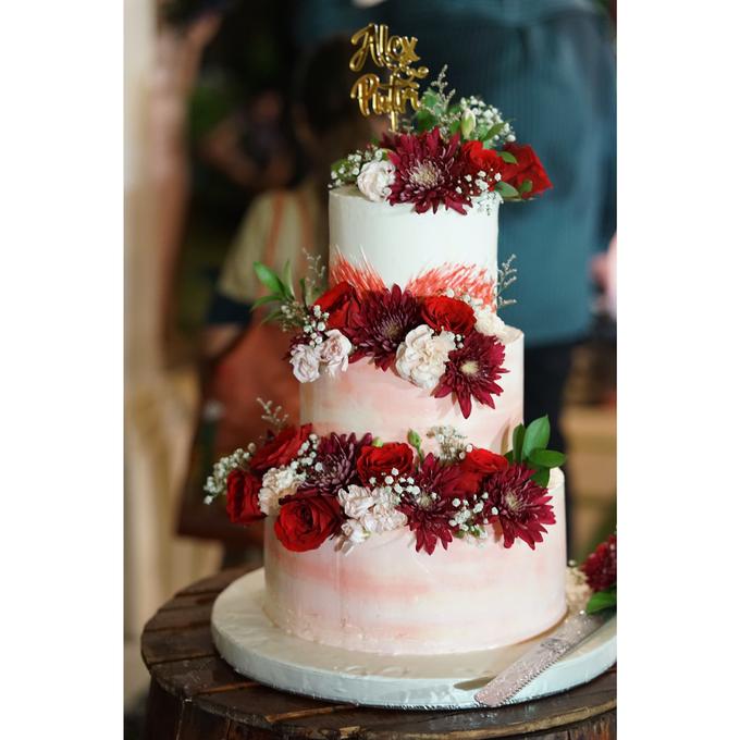 Fresh Flowers Wedding Cake by Alycia's Cake - 003