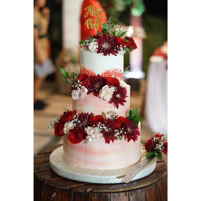Fresh Flowers Wedding Cake by Alycia's Cake - 004