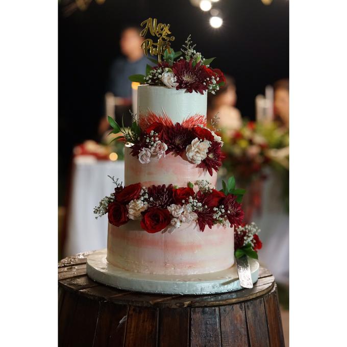 Fresh Flowers Wedding Cake by Alycia's Cake - 002