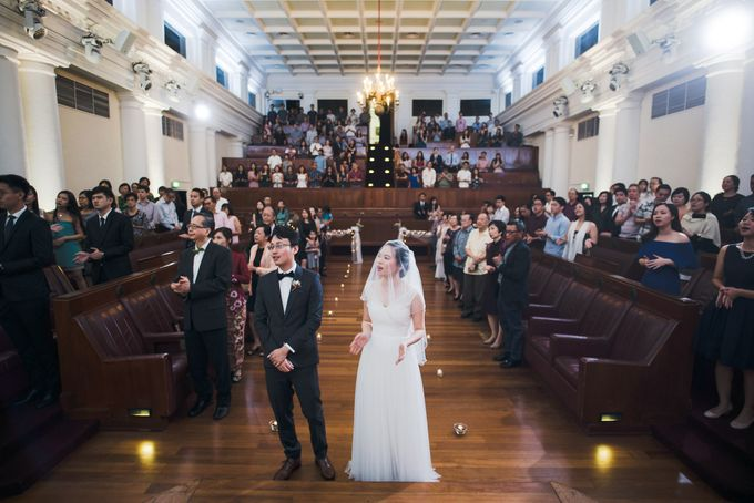 Wedding Day of Amber and Aaron at The Arts House Singapore Actual Day Photography by oolphoto - 030
