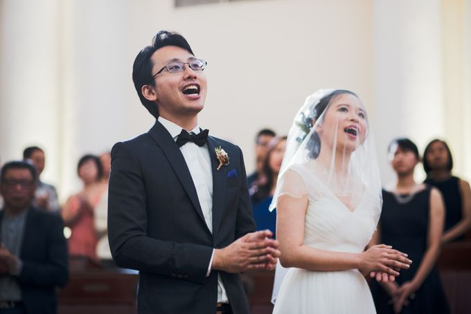 Wedding Day of Amber and Aaron at The Arts House Singapore Actual Day Photography by oolphoto - 033