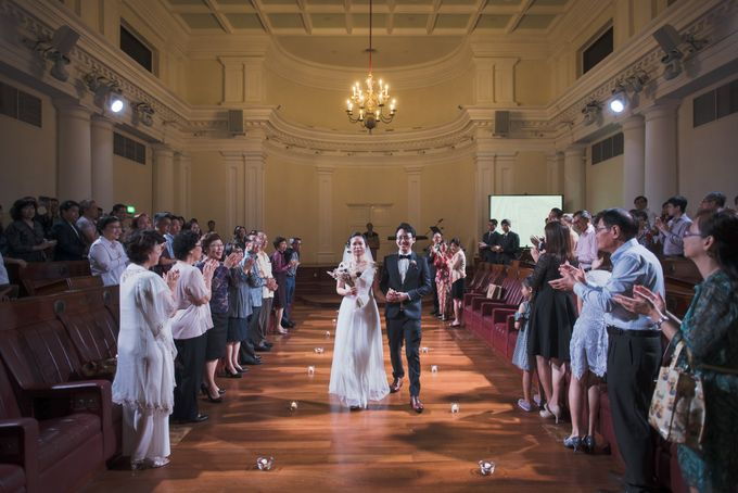 Wedding Day of Amber and Aaron at The Arts House Singapore Actual Day Photography by oolphoto - 041