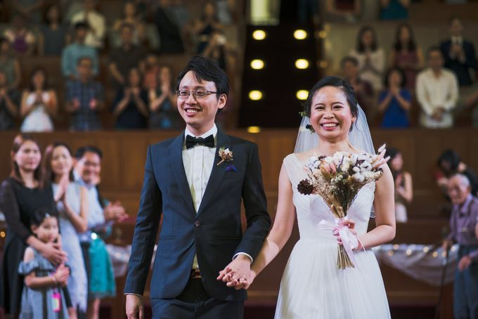Wedding Day of Amber and Aaron at The Arts House Singapore Actual Day Photography by oolphoto - 042