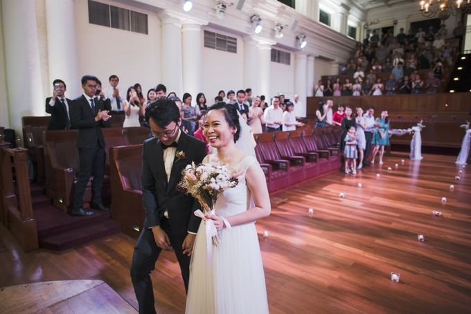 Wedding Day of Amber and Aaron at The Arts House Singapore Actual Day Photography by oolphoto - 043