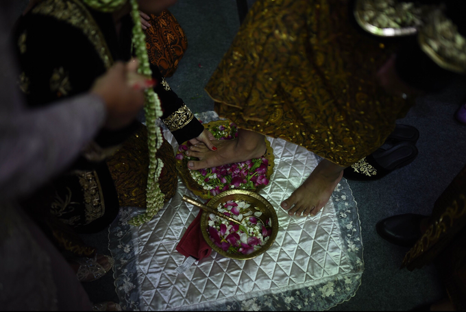 Javanese & Sundanese Wedding of Sambas & Andhita by akar photography - 003