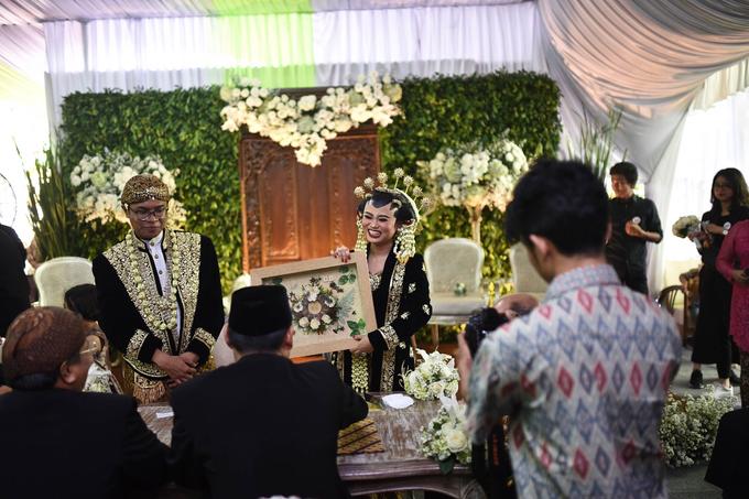 Javanese & Sundanese Wedding of Sambas & Andhita by Amycko - 002
