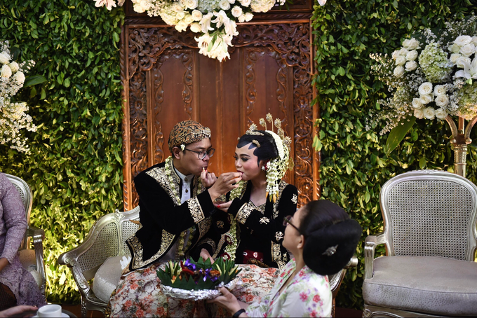 Javanese & Sundanese Wedding of Sambas & Andhita by Amycko - 005