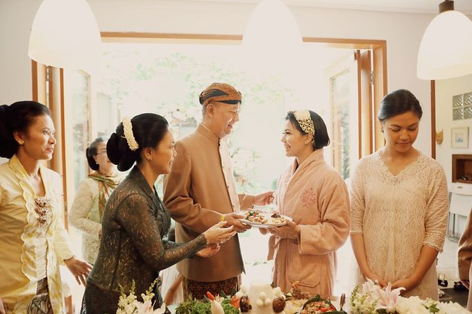 The Traditional Signature Wedding of Karla & Andhika by ThePhotoCap.Inc - 007