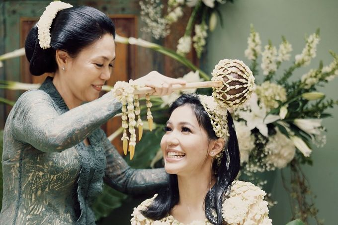 The Traditional Signature Wedding of Karla & Andhika by ThePhotoCap.Inc - 005