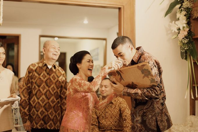 The Traditional Signature Wedding of Karla & Andhika by ThePhotoCap.Inc - 020
