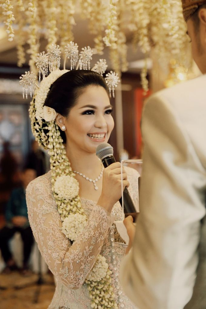 The Traditional Signature Wedding of Karla & Andhika by ThePhotoCap.Inc - 023
