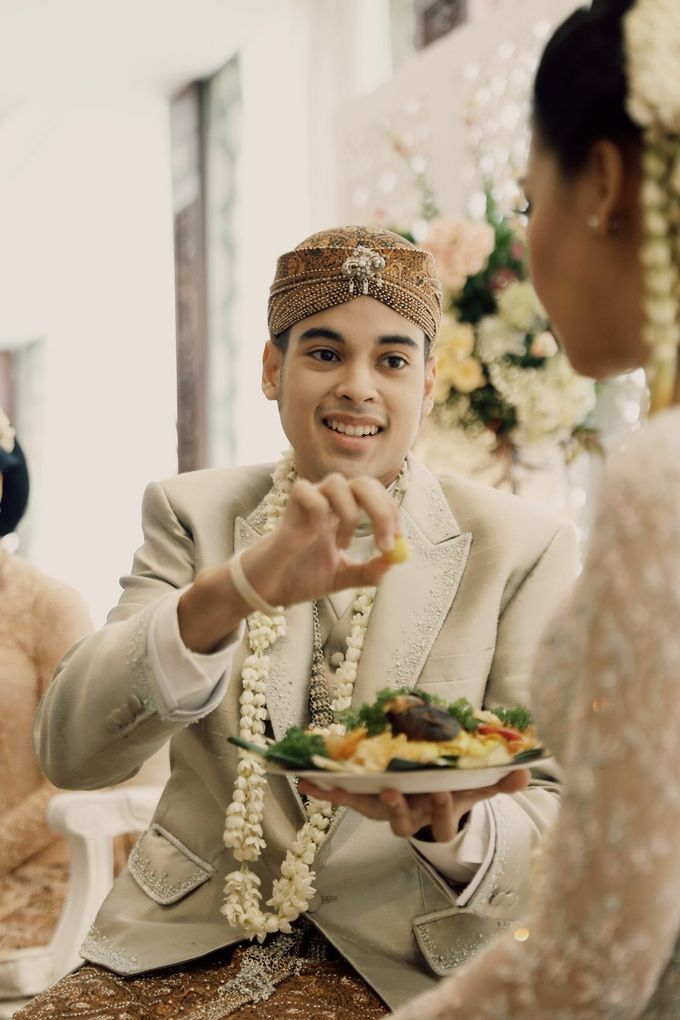 The Traditional Signature Wedding of Karla & Andhika by ThePhotoCap.Inc - 025