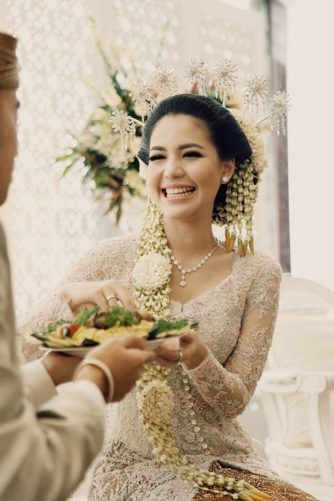 The Traditional Signature Wedding of Karla & Andhika by ThePhotoCap.Inc - 026