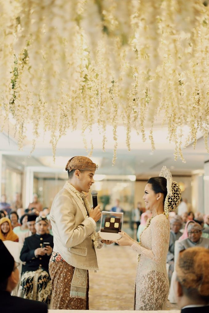 The Traditional Signature Wedding of Karla & Andhika by ThePhotoCap.Inc - 002
