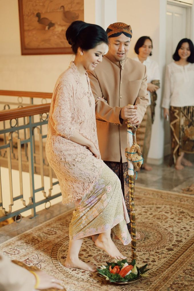 The Traditional Signature Wedding of Karla & Andhika by ThePhotoCap.Inc - 030