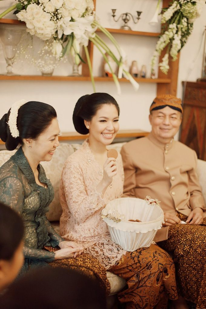 The Traditional Signature Wedding of Karla & Andhika by ThePhotoCap.Inc - 033
