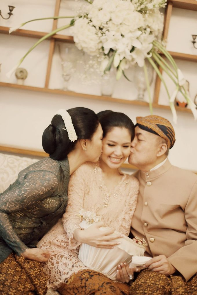 The Traditional Signature Wedding of Karla & Andhika by ThePhotoCap.Inc - 034