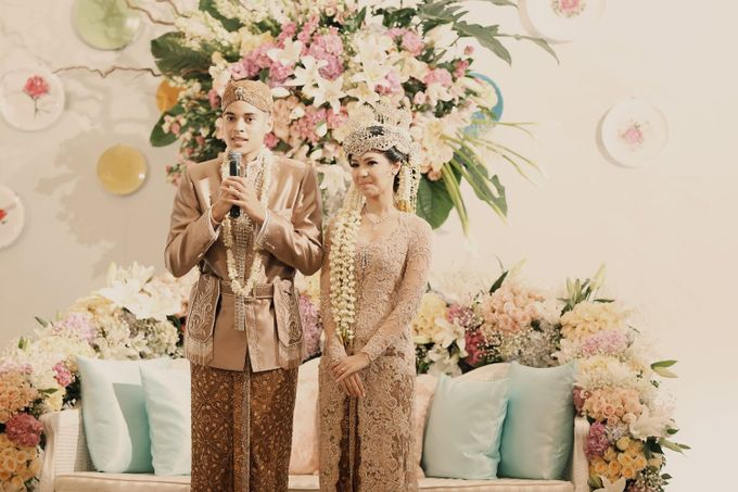 The Traditional Signature Wedding of Karla & Andhika by ThePhotoCap.Inc - 035