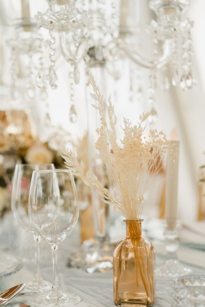 Luxury Elegant Dinner Arragement by Bali Wedding Atelier - 026