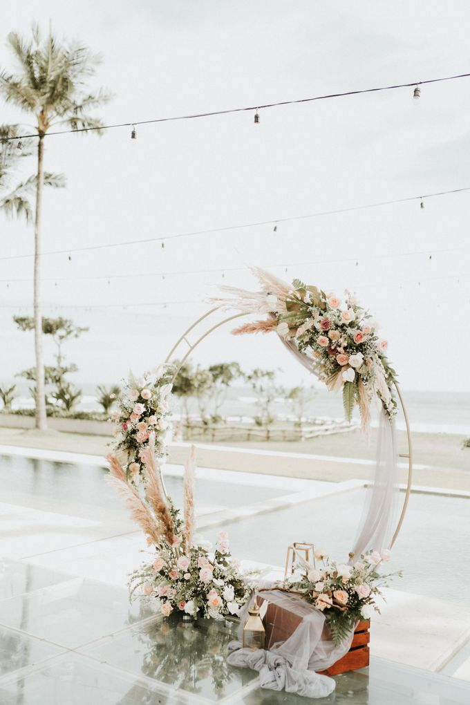 Vintage Elegant Arrangement by Bali Wedding Atelier - 005