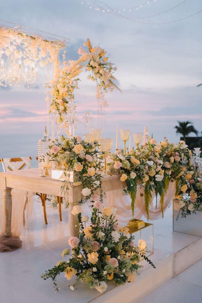 Elegant Vintage Coral Peach Palette for Willy and Luphyta Wedding at Plenilunio Villa Uluwatu by Bali Wedding Atelier - 029