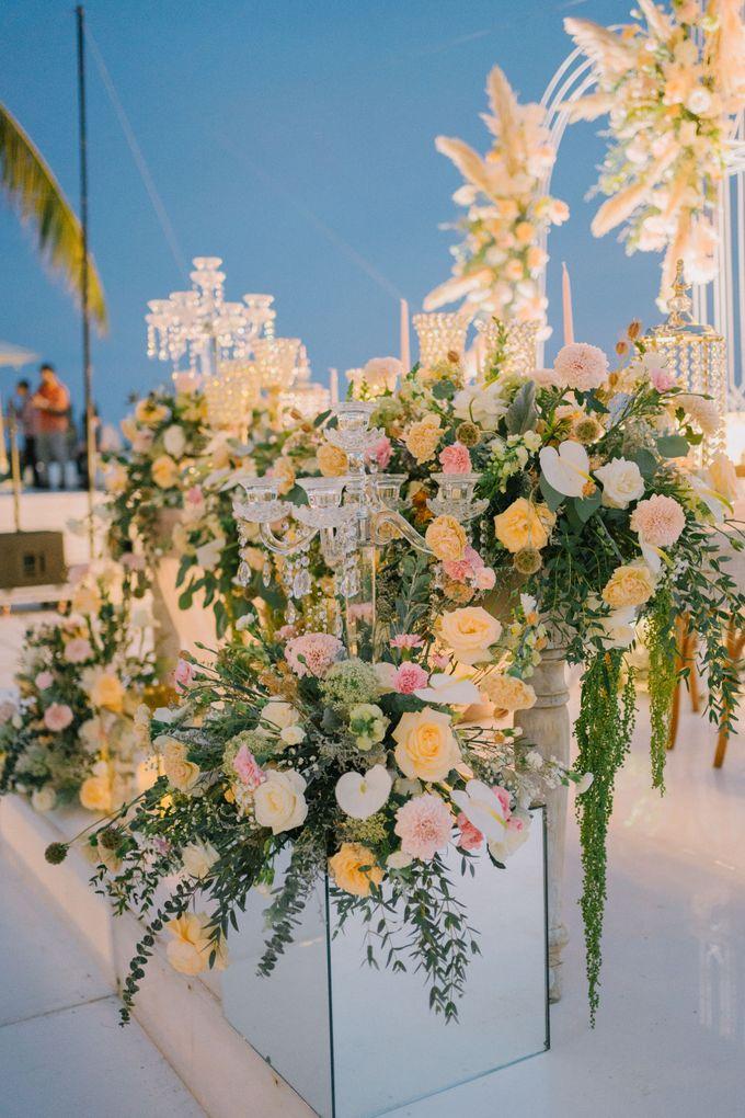 Elegant Vintage Coral Peach Palette for Willy and Luphyta Wedding at Plenilunio Villa Uluwatu by Bali Wedding Atelier - 030