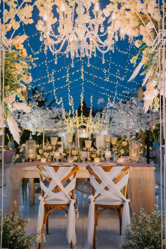 Elegant Vintage Coral Peach Palette for Willy and Luphyta Wedding at Plenilunio Villa Uluwatu by Bali Wedding Atelier - 027