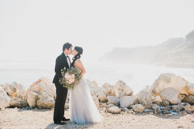Tropical Island Pre-Wedding at Serangan by Honey Wedding & Event Bali - 022