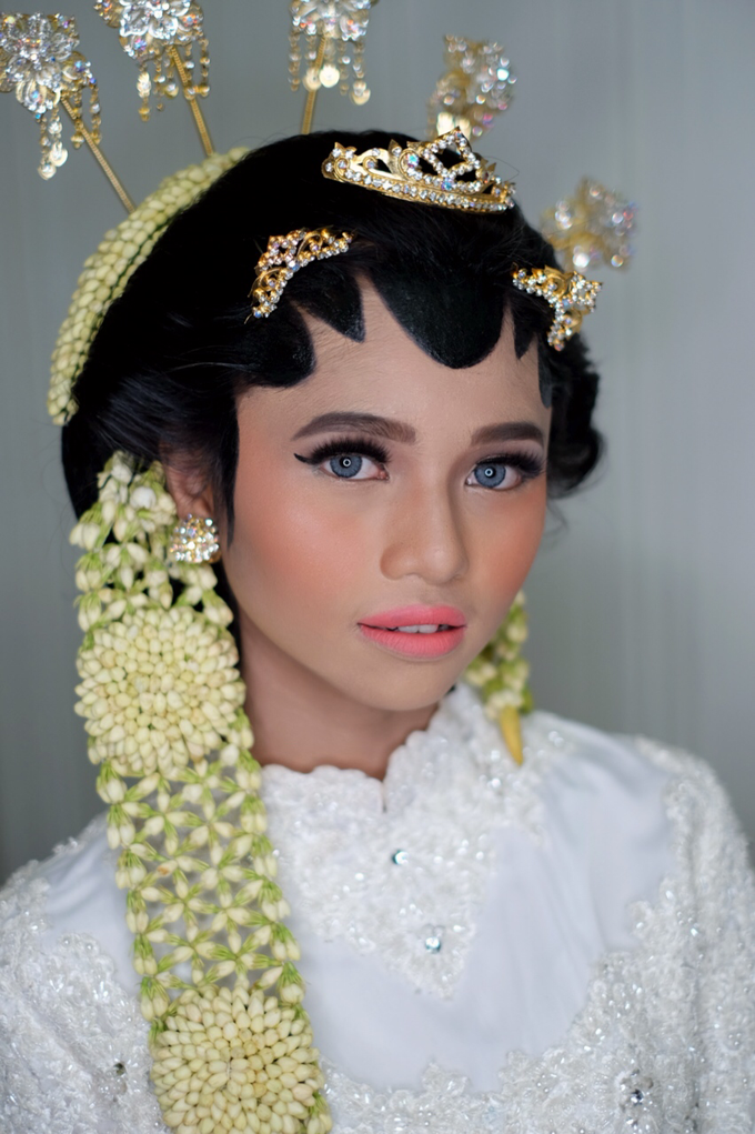 Javanese Bride by Arini Makeup Artist - 001