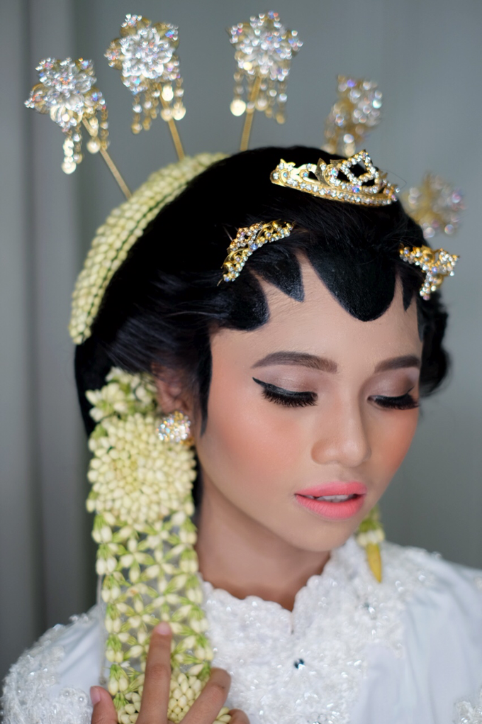 Javanese Bride by Arini Makeup Artist - 004
