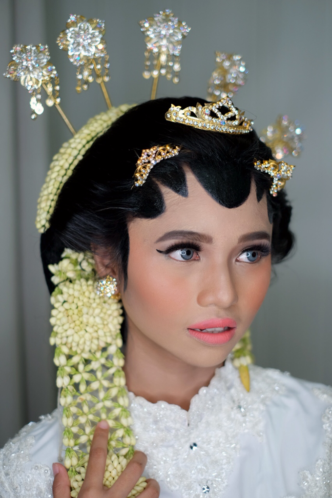 Javanese Bride by Arini Makeup Artist - 003