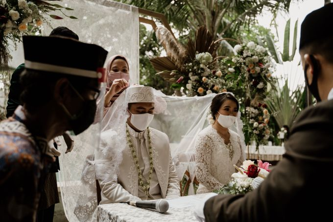 Ario & Abel Wedding at Azila Villa by AKSA Creative - 006